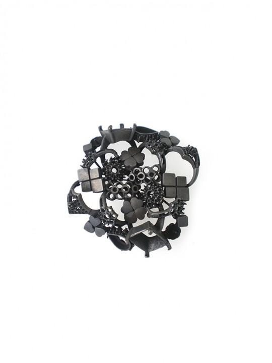 Serie 2. Sujeto C. 2011. Brooch; Oxidiced brass. Lost wax casting. 70X70x20mm.